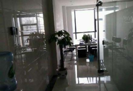 (出租) [颠峰财富广场]70平 创业好房!有办公家具,电联